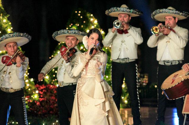natalia-jimenez-Nuestra-Navidad-billboard-1548